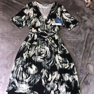 Simply Vera Wang Floral Dress Size L for women NWT